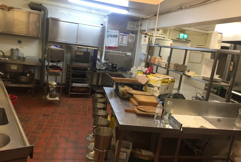 empty restaurant in croydon
